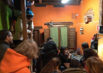 Visita de futuros emprendedor@s. Joyería artesanal El Roble Azul, Covarrubias. (F. Oxígeno)